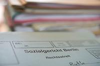 02 SEP 2008, BERLIN/GERMANY:<br /> Akte in der Geschaeftsstelle des Sozialgerichts Berlin. Hier werden Streitfaelle betreffend Hartz IV, Sozialhilfe u.s.w. bearbeitet, Sozialgerich Berlin<br /> IMAGE: 20080902-01-008<br /> KEYWORDS: Akte, Unterlagen, Rechtsstreit