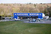 Nederland, Noord-Holland, Hilversum, 16-04-2008; Noodweg, helikopter Eurocopter EC130 landt op het vliegveld om te tanken; in de achtergrond hangar en Cessna vleigtuigjes;.het vliegveld wordt verder gebruikt voor zweefvliegen en door parachutisten; ..luchtfoto (toeslag); aerial photo (additional fee required); .foto Siebe Swart / photo Siebe Swart