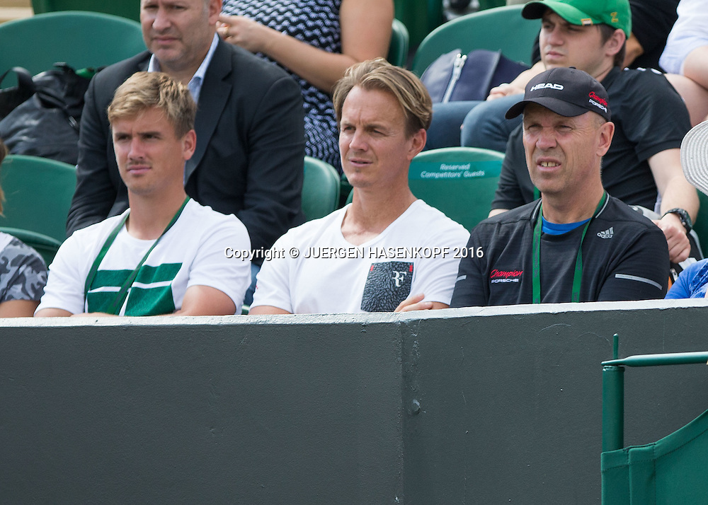 Madison Keys Team und Trainer Thomas Hogstedt/Hoegstedt (mit schwarzer Kappe) in der Spielerloge<br /> <br /> Tennis - Wimbledon 2016 - Grand Slam ITF / ATP / WTA -  AELTC - London -  - Great Britain  - 27 June 2016.