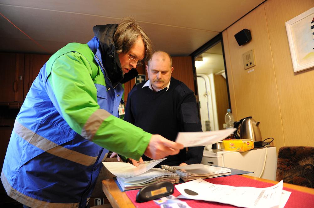 Ivan Gorelik ist Opfer der Finanzkrise. Der weißrussische Seemann.und sein Schiff wurden von seinem Reeder im Stich gelassen - ohne.Lebensmittel und ohne Geld