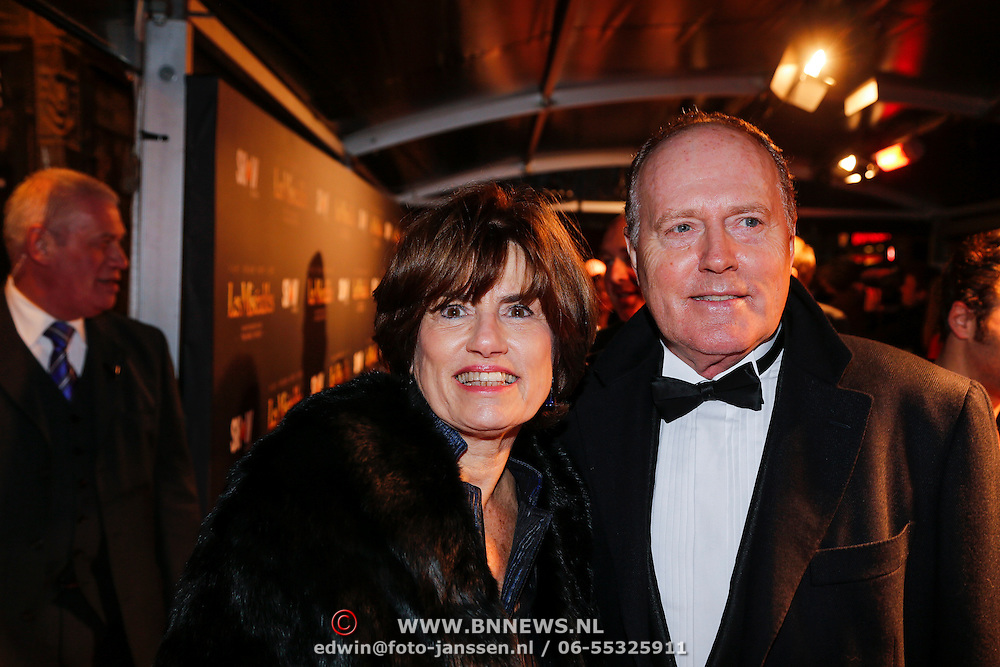 NLD/Amsterdam/20130109 - Filmpremiere Les Misarables, Peter Tuinman en partner Inge