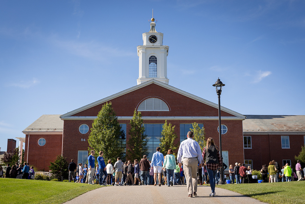 Waltham, MA 09/27/2015<br /> Bentley University Fall Open House<br /> Alex Jones / www.alexjonesphoto.com