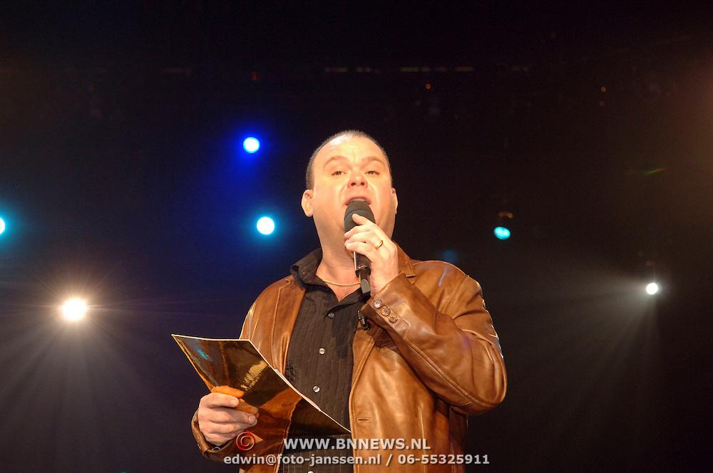 NLD/Amsterdam/20060312 - Nationaal Songfestival 2006, presentator Paul de Leeuw