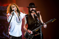 © Licensed to London News Pictures . 15/12/2015 . Manchester , UK . DAVID COVERDALE and REB BEACH . Whitesnake perform at the Manchester Arena . Photo credit : LNP