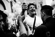 Manifestazione  per le cellule staminali in piazza Montecitorio. La sperimentazione del metodo Stamina si farà.Per le verifiche saranno stanziati tre milioni di euro. Roma, 15 maggio 2013. Christian Mantuano / One Shot <br /> <br /> Demonstration stem cells in front of Montecitorio. The trial of the method Stamina will begin.For checks will be allocated three million euro. Rome, 15 May 2013. Christian Mantuano / One Shot