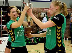 12-04-2014 NED: Finale vv Alterno - Sliedrecht Sport, Apeldoorn<br /> Alterno pakt het kampioenschap door Sliedrecht voor de derde maal te verslaan / Quirine Oosterveld, Barbara Knap
