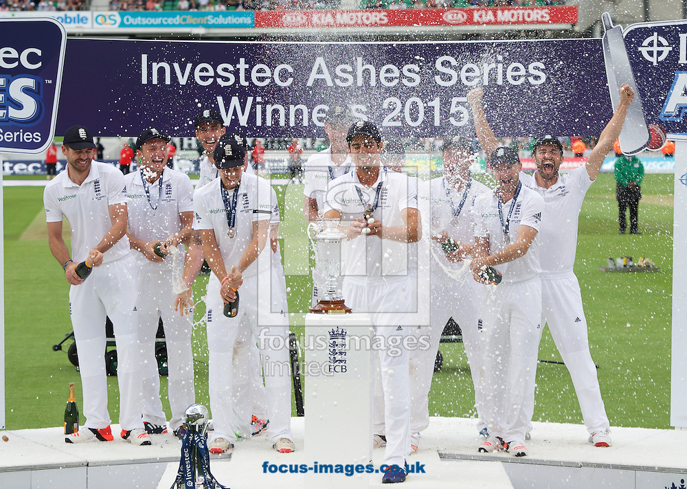 England celebrate winning the Ashes during the 5th Investec Ashes Test match at the Kia Oval, London<br /> Picture by Alan Stanford/Focus Images Ltd +44 7915 056117<br /> 23/08/2015