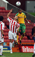 Photo: Paul Thomas.<br /> Stoke City v Norwich City. Coca Cola Championship. 28/10/2006.<br /> <br /> Lee Hendrie (L) of Stoke is out jumped for the ball by Jurgen Colin.