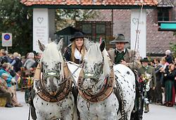 THEMENBILD - Erntedankfest, Bezirkserntedankfest für den Bezirk Liezen, im Bild ein Pferde-Gespann mit zwei Schimmeln, aufgenommen am 27.09.2015 in Haus im Ennstal, Steiermark, Österreich // two horses at the harvest festival in Haus im Ennstal, Styria, Austria on 2015/09/27. EXPA Pictures © 2015, PhotoCredit: EXPA/ Martin Huber