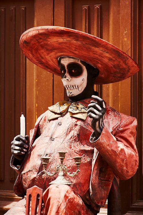 Street performer in Guanajuato, México.