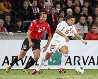 Fotball , 12 . november 2005 , Norge  - Tsjekkia , Play off<br /> Norway - Czech Republic<br /> John Carew Norge og Baros ,Tsjekkia