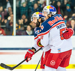 11.03.2016, Eisarena, Salzburg, AUT, EBEL, EC Red Bull Salzburg vs EC KAC, Viertelfinale, 7. Spiel, im Bild Torjubel nach dem 2:1 für die Red Bulls durch Dominique Heinrich (EC Red Bull Salzburg) // during the Erste Bank Icehockey League 7th quarterfinal match between EC Red Bull Salzburg and EC KAC at the Eisarena in Salzburg, Austria on 2016/03/11. EXPA Pictures © 2016, PhotoCredit: EXPA/ JFK