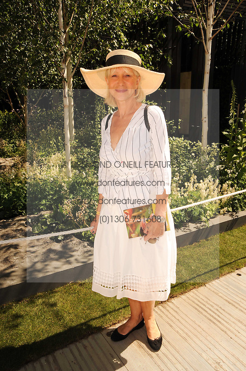 Th 2010 Royal Horticultural Society Chelsea Flower show in the grounds of Royal Hospital Chelsea, London on 24th May 2010.<br /> <br /> Picture shows:- DAME HELEN MIRREN