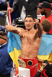 26.04.2015, Madison Square Garden, New York, USA, WBA, Wladimir Klitschko vs Bryant Jennings, im Bild alter und neuer Weltmeister im Boxen Schwergewicht Wladimir Klitschko zeigt sich den Fans, rechts daneben sein Bruder Vitali Klitschko // during IBF, WBO and WBA world heavyweight title boxing fight between Wladimir Klitschko of Ukraine and Bryant Jennings of the USA at the Madison Square Garden in New York, United Staates on 2015/04/26. EXPA Pictures © 2015, PhotoCredit: EXPA/ Eibner-Pressefoto/ Kolbert<br /> <br /> *****ATTENTION - OUT of GER*****