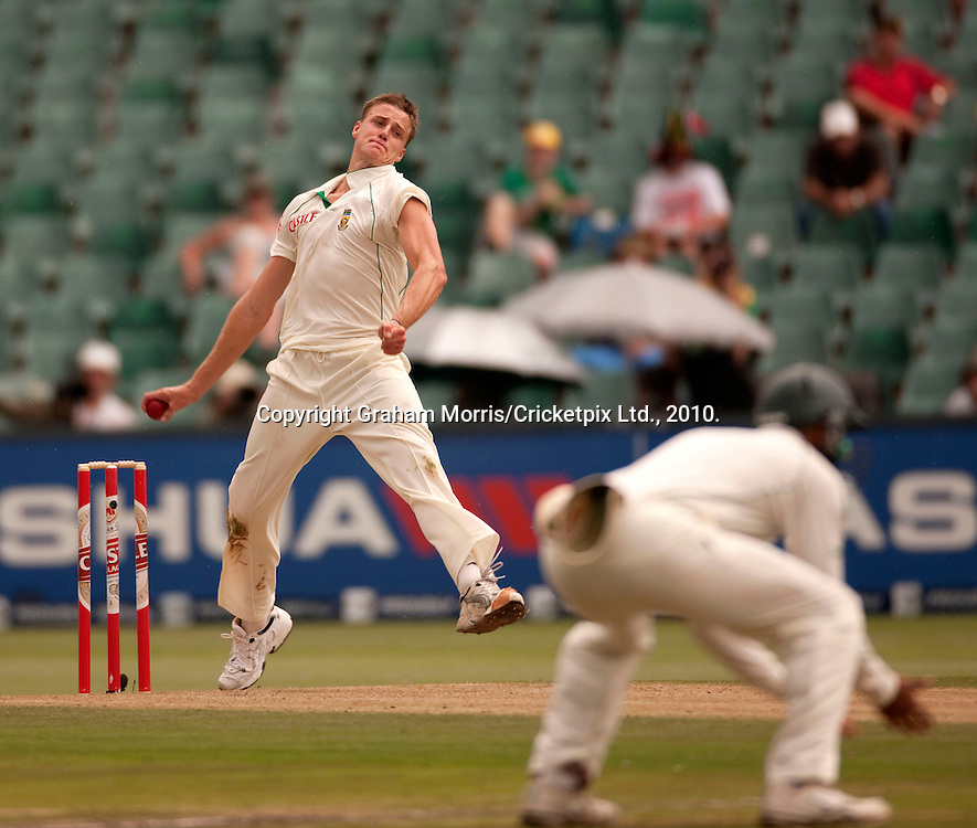 Morne Morkel bowls during the fourth and final Test Match between South Africa and England at the Wanderers Stadium, Johannesburg. Photograph © Graham Morris/cricketpix.com (Tel: +44 (0)20 8969 4192; Email: sales@cricketpix.com)