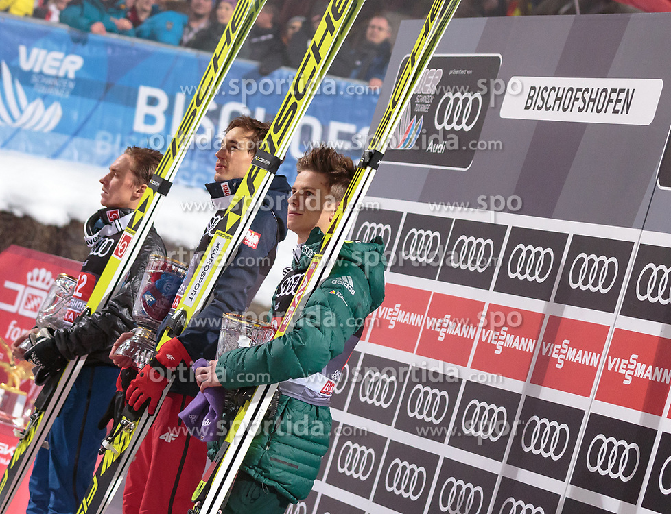 06.01.2018, Paul Außerleitner Schanze, Bischofshofen, AUT, FIS Weltcup Ski Sprung, Vierschanzentournee, Bischofshofen, Siegerehrung, im Bild im Bild v. l.: 2. Platz Andreas Wellinger (GER), 1. Platz Kamil Stoch (POL), 3. Platz Anders Fannemel (NOR) // 2nd placed Andreas Wellinger of Germany Winner Kamil Stoch of Poland 3nd placed Anders Fannemel of Norway during the Winner Award Ceremony of the Four Hills Tournament of FIS Ski Jumping World Cup at the Paul Außerleitner Schanze in Bischofshofen, Austria on 2018/01/06. EXPA Pictures © 2018, PhotoCredit: EXPA/ Stefanie Oberhauser