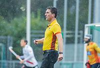 AMSTELVEEN - scheidsrechter Thijs Retra tijdens de hoofdklasse competitiewedstrijd mannen, Amsterdam-HCKC (1-0).  COPYRIGHT KOEN SUYK
