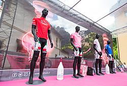 15.05.2013, Tarvis, ITA, Giro d Italia 2013, 11. Etappe, Tarvis nach Vajont, im Bild Schaufensterpuppen mit den vier Giro Trikots // Mannequins with the four Giro jerseys during Giro d' Italia 2013 at Stage 11 from Tarvis to Vajont at Tarvis, Italy on 2013/05/15. EXPA Pictures © 2013, PhotoCredit: EXPA/ J. Groder
