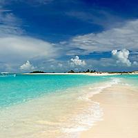Cayo de Agua. Parque Nacional del Archipiélago Los Roques, es un hermoso archipiélago de pequeñas islas de coral situado en el Mar Caribe y ocupa 221.120 hectáreas. Venezuela. Agua Key.Los Roques Archipelago National Park, is a beautiful archipelago of small coral islands located in the Caribbean Sea and occupies 221,120 hectares. Venezuela