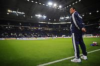 FUSSBALL   1. BUNDESLIGA   SAISON 2012/2013   5. SPIELTAG FC Schalke 04 - FSV Mainz 05                               25.09.2012        Trainer Huub Stevens (FC Schalke 04) an der Seitenlinie in der Veltins Arena