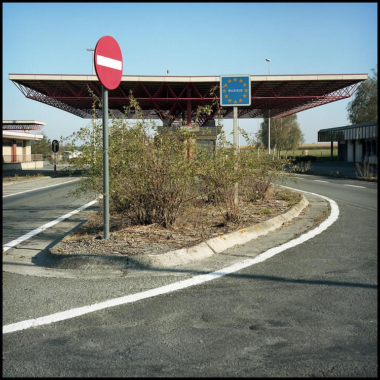 Le 23 octobre 2011, frontière Belgique / France, près de Steenvoorde (F). Photo d'un poste de douane fermé, près du village de Steenvoorde.