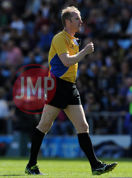 Referee Wayne Barnes Photo mandatory by-line: Harry Trump/JMP - Mobile: 07966 386802 - 16/05/15 - SPORT - RUGBY - Aviva Premiership - Exeter Chiefs v Sale Sharks - Sandy Park, Exeter, England.