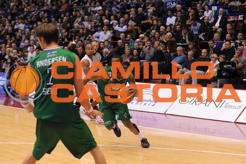 DESCRIZIONE : Milano Lega A 2011-12 EA7 Emporio Armani Milano Montepaschi Siena<br /> GIOCATORE : Lester Bo Mc Calebb<br /> CATEGORIA : Palleggio<br /> SQUADRA : Montepaschi Siena<br /> EVENTO : Campionato Lega A 2011-2012<br /> GARA : EA7 Emporio Armani Milano Montepaschi Siena<br /> DATA : 13/11/2011<br /> SPORT : Pallacanestro<br /> AUTORE : Agenzia Ciamillo-Castoria/A.Dealberto<br /> Galleria : Lega Basket A 2011-2012<br /> Fotonotizia : Milano Lega A 2011-12 EA7 Emporio Armani Milano Montepaschi Siena<br /> Predefinita :