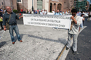 Roma 16 Giugno  2011.Manifestazione AntiEquitalia (Agente della Riscossione), per protestare per i pignoramenti per le multe non pagate, organizzata dall' Associazione Vessati Italia che chiedono  la revoca ad Equitalia il mandato di esazione ed il divieto di svendita giudiziaria per aggravio speculativo sui debiti.<br /> <br /> <br /> Rome June 16, 2011. <br /> Demostration against Equitalia, to protest foreclosures for unpaid fines, organized by the Association harassed Italy<br />  The Group carries Equitalia tax collection throughout the country, except Sicily.