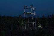 A tlapextli is rustic tower built to protect a cornfield from birds. /  Un tlapextli es una torre hecha para cuidar de las aves un campo de maíz.