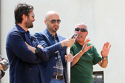 REGISTRAZIONE PUNTATA 16 DEL PROGRAMMA SKY MASTERCHEF A COMACCHIO (FE)<br /> NELLA FOTO OE BASTIANICH ALLE PRESE CON UNA ANGUILLA<br /> COMACCHIO (FE) 02/07/2013<br /> FOTO FILIPPO RUBIN
