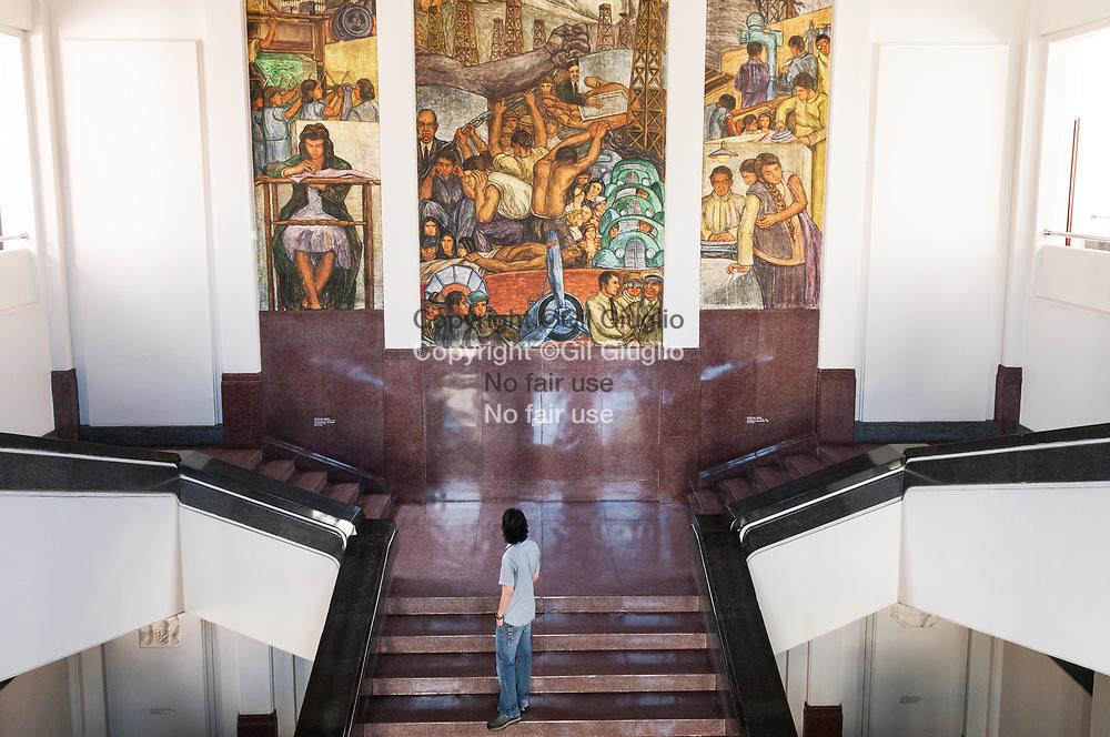 Colombie, Antioquia, Medellin, Musée de l'Antioquia, hall d'entrée // Colombia, Antioquia, Medellin Antioquia Museum, lobby at entrance