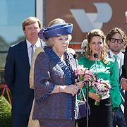 NLD/Veenendaal/20120430 - Koninginnedag 2012 Veenendaal, koninging Beatrix, Bernhard Jr. en partner Annet Sekreve