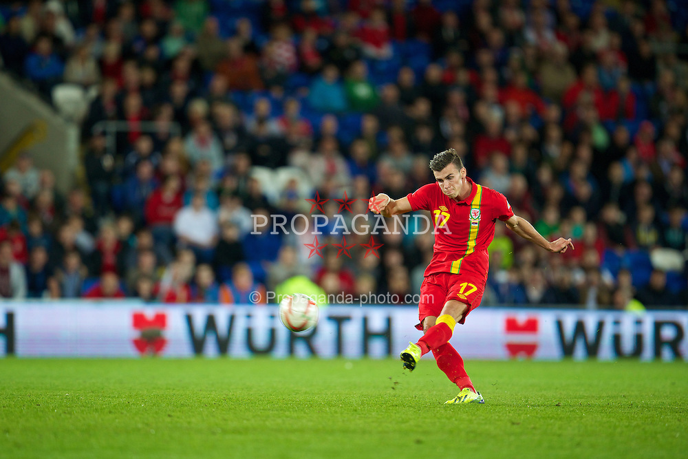 CARDIFF, WALES - Tuesday, September 10, 2013: Wales' Gareth Bale takes a free-kick against Serbia during the 2014 FIFA World Cup Brazil Qualifying Group A match at the Cardiff CIty Stadium. (Pic by David Rawcliffe/Propaganda)