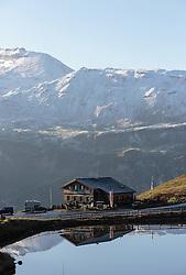 THEMENBILD - Blick auf den Gasthof Mankeiwirt an der Grossglockner Hochalpenstrasse bei der Fuscherlacke. Sie verbindet die beiden Bundeslaender Salzburg und Kaernten mit einer Laenge von 48 Kilometer und ist als Erlebnisstrasse vorrangig von touristischer Bedeutung, aufgenommen am 31. Juli 2015, Fusch, Oesterreich // Panoramic View, The Grossglockner High Alpine Road connects the two provinces of Salzburg and Carinthia with a length of 48 km and is as an adventure road priority of tourist interest at Fusch, Austria on 2015/07/31. EXPA Pictures © 2015, PhotoCredit: EXPA/ JFK
