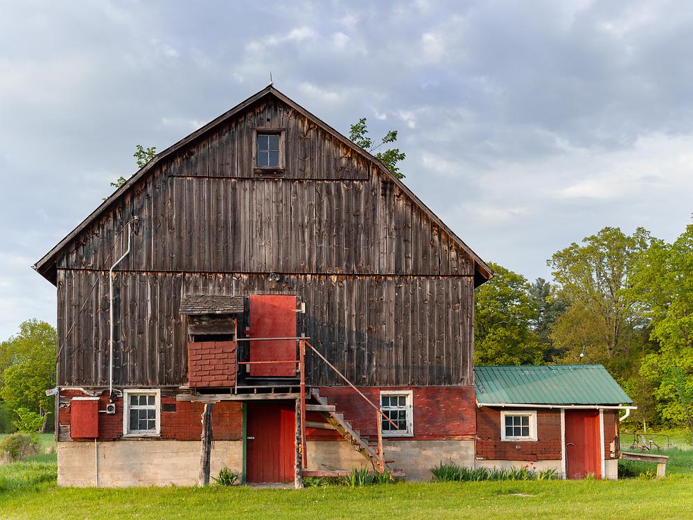 https://Duncan.co/barn-with-red-doors