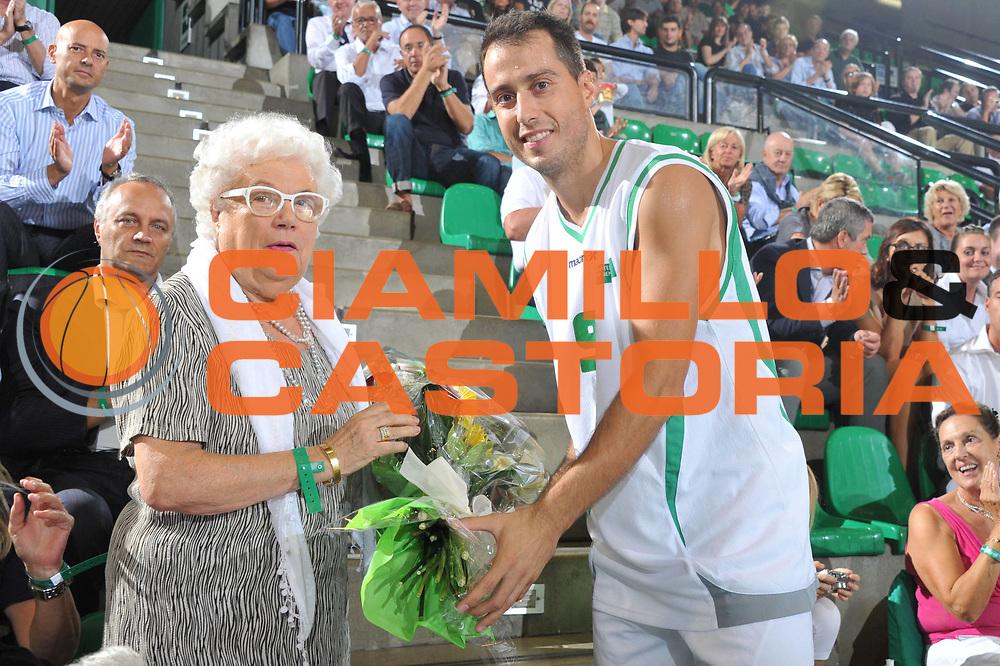 DESCRIZIONE : Treviso Torneo Bortoletto Lega A 2011-12 Benetton Treviso Bayern Monaco <br /> GIOCATORE : Massimo Bulleri Sigra Bortoletto<br /> CATEGORIA :  Premiazione<br /> SQUADRA : Benetton Treviso Bayern Monaco<br /> EVENTO : Campionato Lega A 2011-2012<br /> GARA : Benetton Treviso Bayern Monaco<br /> DATA : 22/09/2011<br /> SPORT : Pallacanestro<br /> AUTORE : Agenzia Ciamillo-Castoria/M.Gregolin<br /> Galleria : Lega Basket A 2011-2012<br /> Fotonotizia :  Treviso Torneo Bortoletto Lega A 2011-12 Benetton Treviso Bayern Monaco <br /> Predefinita :