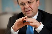 03 JAN 2011, BERLIN/GERMANY:<br /> Haende von Hans-Peter Friedrich, MdB, CSU, Vorsitzender der CSU Landesgruppe im Deutschen Bundestag, waehrend einem Interview, in seinem Buero, Jakob-Kaiser-Haus, Deutscher Bundestag<br /> IMAGE: 20110103-01-026<br /> KEYWORDS: Hand. H&auml;nde