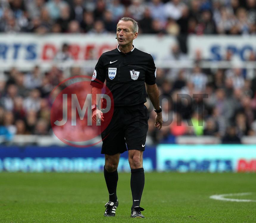 Referee Martin Atkinson - Mandatory byline: Robbie Stephenson/JMP - 20/03/2016 - FOOTBALL - ST James Park - Newcastle, England - Newcastle United v Sunderland - Barclays Premier League