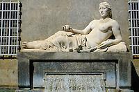 Italie, Piemont, Turin, Piazza CLN, statue de la Dora Riparia // Italy, Piedmont, Turin,  Piazza CLN, Dora Riparia river statue