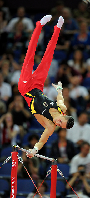 01.08.2012, Olympische Sommerspiele 2012 in London, Turnen Mehrkampf Finale Männer, in der North Greenwich Arena.  Marcel Nguyen (Deutschland) an der Reckstange....*Copyright by:  M.i.S.-Sportpressefoto, I N N S B R U C K E R S T R . 12, 87719 M I N D E L H E I M, Tel: 08261/20944,  (MAIL: misbernd@t-online.de, Homepage: www.mis.mn)