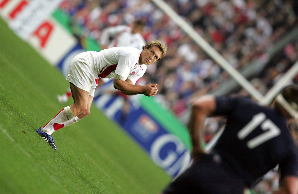 Jonny Wilkinson prepares to take the penalty that puts England in the lead. France v England, Semi Final, IRB Rugby World Cup 2007, Stade De France, St Denis, 13th October 2007.