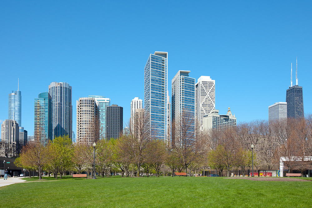 Dawntown skyline, lake shore and Jane Addams Memorial Park, Chicago, Illinois, USA