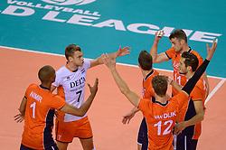 20150614 NED: World League Nederland - Finland, Almere<br /> De Nederlandse volleyballers hebben in de World League ook hun tweede duel met Finland gewonnen. Na de 3-0 zege van zaterdag werd zondag in Almere met 3-1 (22-25, 25-20, 25-13, 25-19) gewonnen / Nimir Abdelaziz #1, Gijs Jorna #7, Dick Kooy #11, Bas van Bemmelen #8