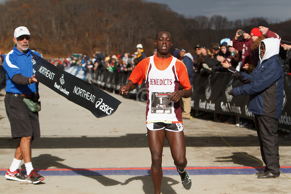 Foot Locker Cross Country Northeast Regional Championship race, Ed Cheserek in homestretch to win
