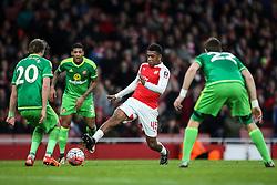 Alex Iwobi of Arsenal shot is wide of the goal - Mandatory byline: Jason Brown/JMP - 07966386802 - 09/01/2016 - FOOTBALL - Emirates Stadium - London, England - Arsenal v Sunderland - The Emirates FA Cup