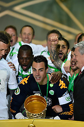 30.05.2015, Olympiastadion, Berlin, GER, DFB Pokal, Borussia Dortmund vs VfL Wolfsburg, Finale, im Bild Jubel Emotion Freude Pokaluebergabe den Pokal in Haenden halten Torwart Diego Benaglio VfL Wolfsburg // during German DFB Pokal Final match between Borussia Dortmund and VfL Wolfsburg at the Olympiastadion in Berlin, Germany on 2015/05/30. EXPA Pictures &copy; 2015, PhotoCredit: EXPA/ Eibner-Pressefoto/ Weber<br /> <br /> *****ATTENTION - OUT of GER*****