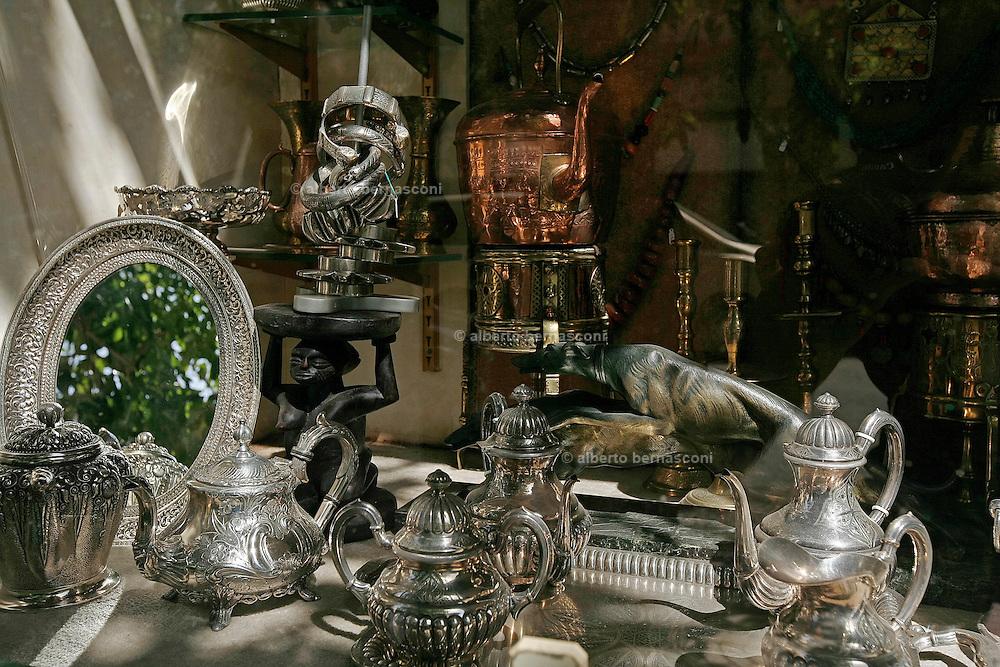 MAROC, Marrakesh: amazonite antiques shop