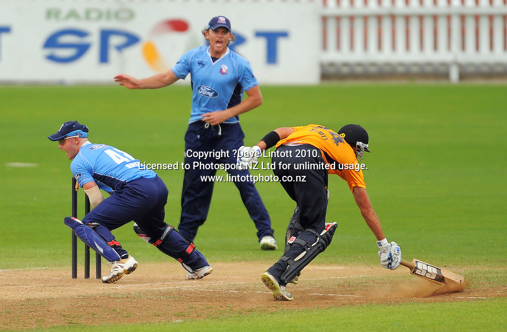 Wellington captain Grant Elliott safely makes his ground as Gareth Hopkins and Lou Vincent appeal for a runout. One Day cricket - Wellington Firebirds v Auckland Aces at Allied Nationwide Finance Basin Reserve, Wellington on Wednesday, 2 February 2011. Photo: Dave Lintott / photosport.co.nz