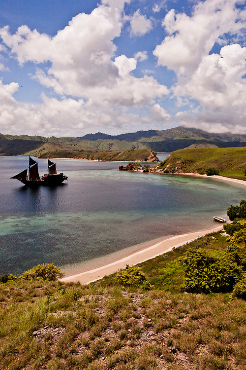 Alila Purnama anchoring at Gililawa Darat island.