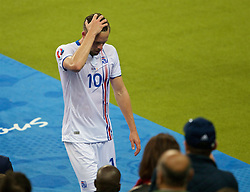 PARIS, FRANCE - Sunday, July 3, 2016: Iceland's Gylfi Sigurdsson walks off dejected with his side 4-0 down at half-time against France during the UEFA Euro 2016 Championship Semi-Final match at the Stade de France. (Pic by Paul Greenwood/Propaganda)